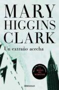 UN EXTRAÑO ACECHA - 9788497595865 - MARY HIGGINS CLARK